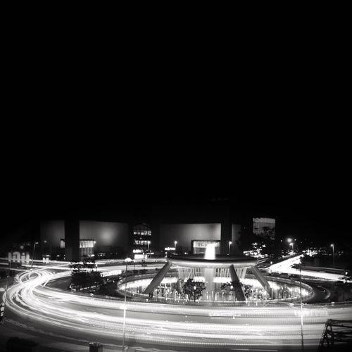 WITHOUTHUE 007 Roundabout, Fountain of Wealth, Suntec City Singapore, 2016 Singapore Traffic Light Lighttrails Longexposure Blackandwhite Withouthue ShotOnIphone Snapseed