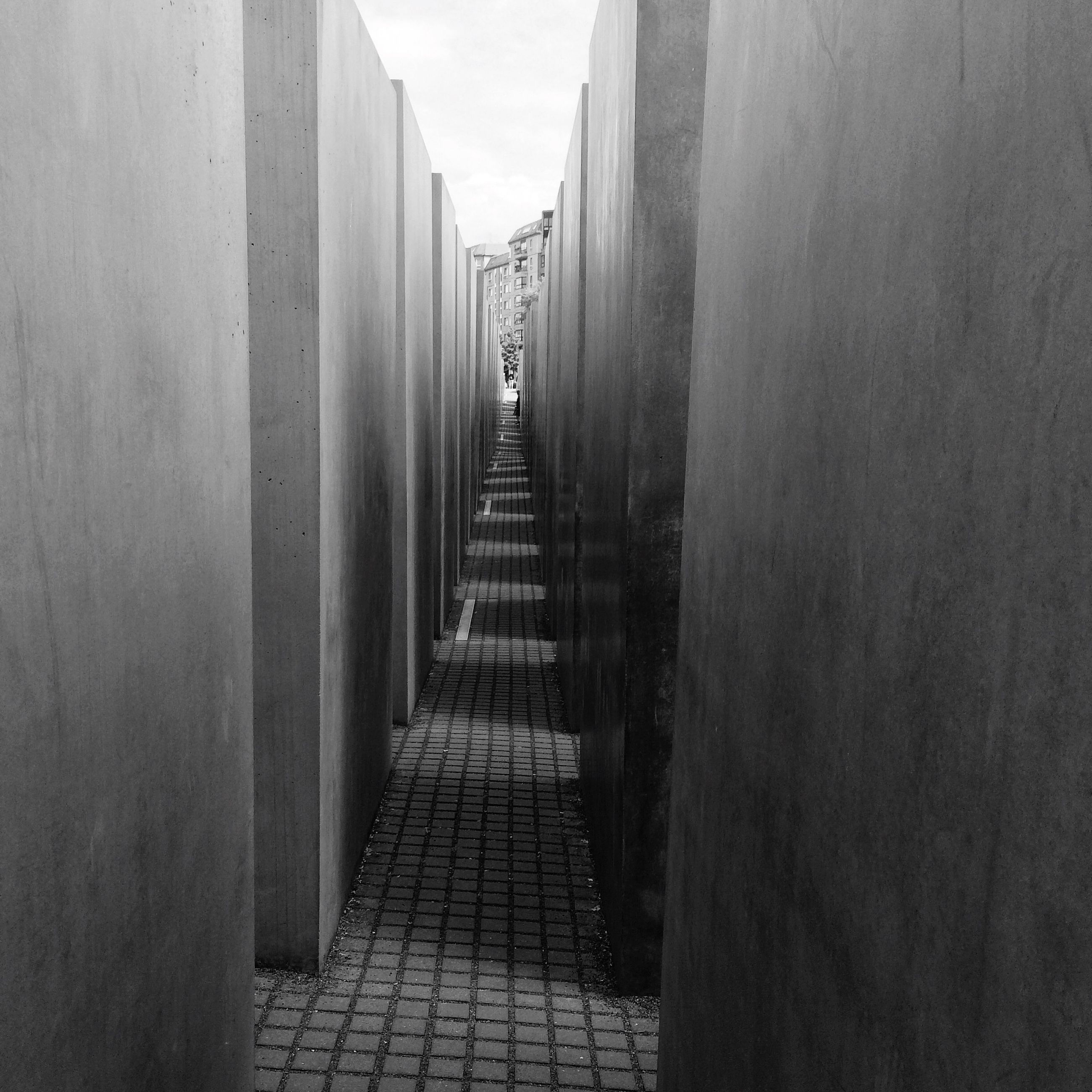 the way forward, architecture, built structure, diminishing perspective, narrow, building exterior, walkway, sky, in a row, vanishing point, cobblestone, water, day, pathway, long, corridor, empty, footpath, wall - building feature, no people