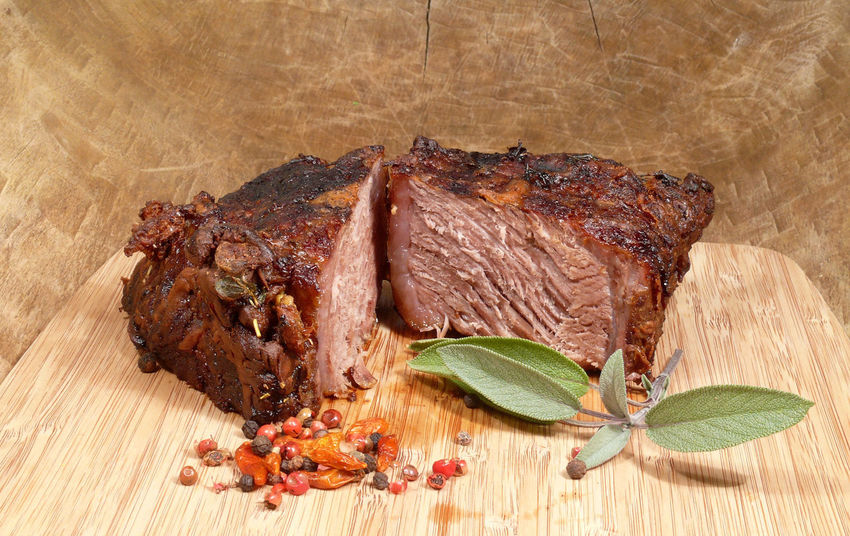 Barbecue Beef Beefsteak Close-up Cutting Board Food Freshness Grilled High Angle View Indoors  Lamb - Meat Meat No People Ready-to-eat Rib Rinderbraten Roast Dinner Roastbeef Wood - Material
