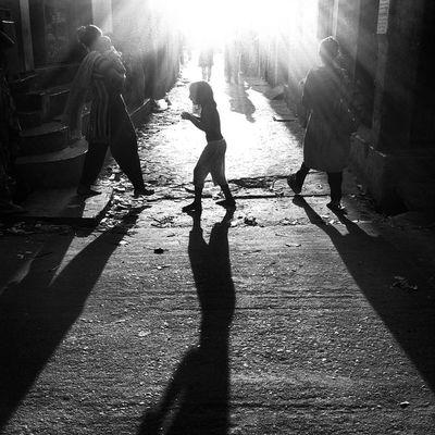 Street life ! Js Photographer Street Streetphotography People Children Baby Women Light Shadow Bnw B &wBlackandwhite Dailylife IPhone Insta Photojournalism Documentary Opensociety Reportagespotlight Burndiary Featureshoot Everydayeverywhere Chittagong Bangladesh instagrameverydaybangladesh