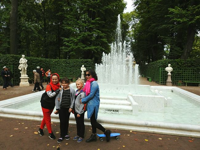 People And Places Colors Of Sankt-Peterburg China Tourist China People Tourism Famous Place Architecture Looking At Camera Daughter My Favorite Place Walking Around Fontain Summer Garden People And Places Sankt-Petersburg Russia Park Day Beauty In Nature Togetherness