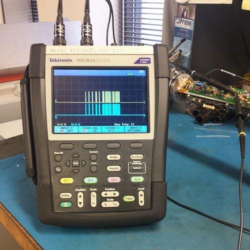 Playing with my new travel companion Tektronix Electronics  Digitaloscilliscope
