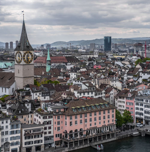 to catch a banker Linsen über Zürich Roofs Overcast Rainy Days Muted Colors River Riverside Limmat Aerial View High Angle View Urban Landscape Old Town Inner City City Cityscape Urban Skyline Politics And Government Skyscraper Downtown District Roof City Life City Street Sky Clock Tower Tower TOWNSCAPE Downtown Rooftop
