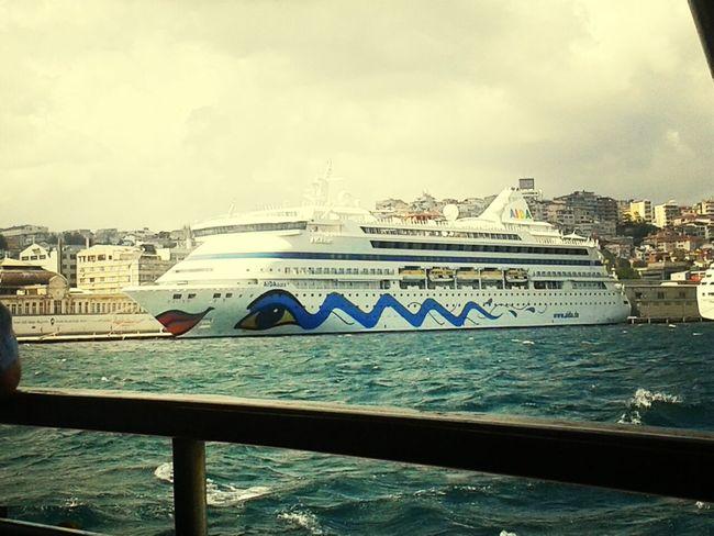 gemi degil,sanat eseri mubarek. Ship Sea People Travel