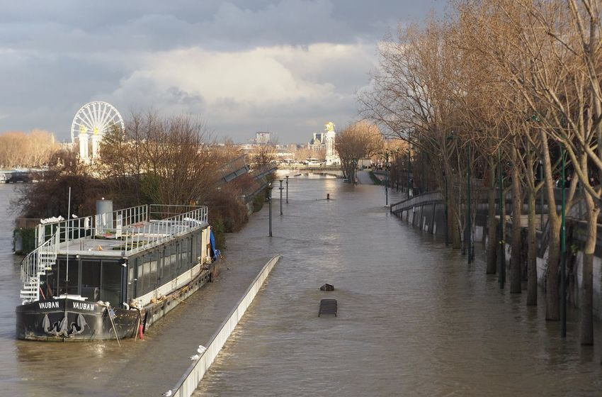 Paris Crue 2018 Flood Water River Architecture Built Structure Sky Day Outdoors