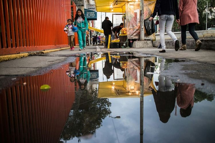 Streetphotography Water Reflections Walking Around Mexico City Streetphoto_color EyeEm Gallery Water_collection Reflected Glory Reflection_collection
