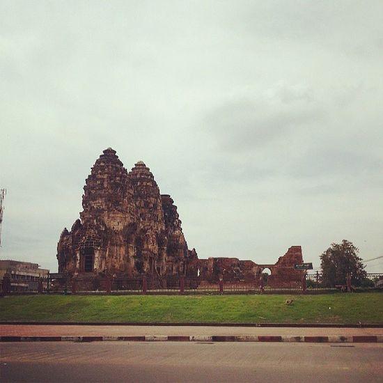 พระปรางค์สามยอด Lobburi Thailand Adayinthailand