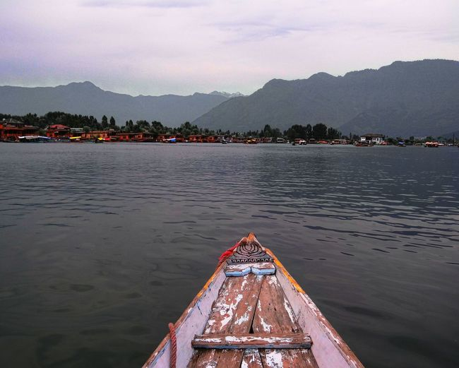 Tourism Travel Destinations Water Outdoors Vacations Landscape Nature Scenics Dallakesrinagar Shikara Boat Beauty In Nature Kashmir , India Travel Photography Love Nature Landscape_Collection Scenic View Valleyside Lakeside The Week On EyeEm Been There. Lost In The Landscape Done That.