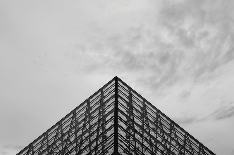 Pyramid Smart Simplicity Shades Of Grey Geometry Streetphotography Street Streetphoto_bw Architecture Monochrome Minimalism The Architect - 2015 EyeEm Awards