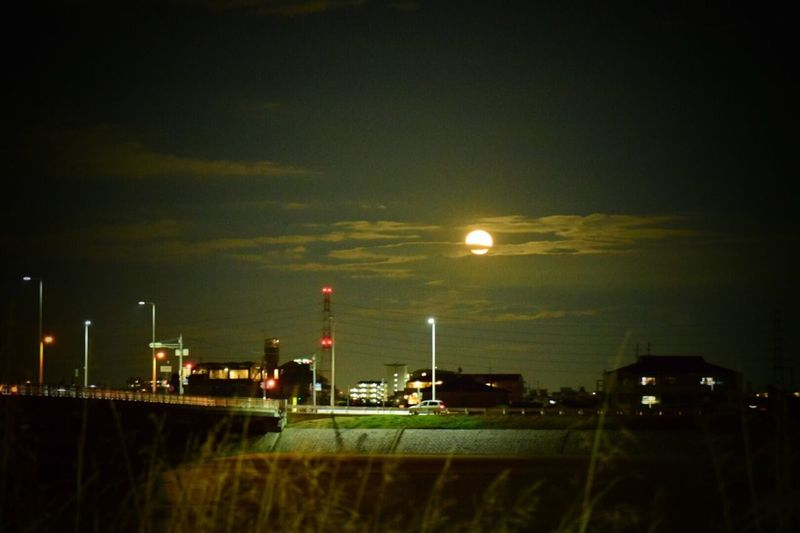 Streetphotography Moon 生きる 日常 Life Force Night Sky Nature Beauty In Nature