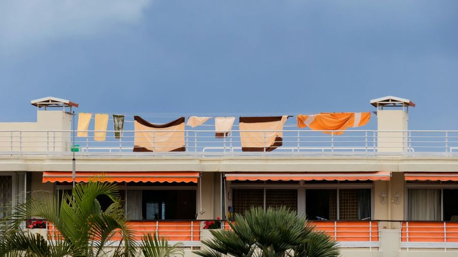Hanging laundry Sunny Day Springtime No People Minimalism My Favorite Photo Building Buildings & Sky Laundry Hanging Out Landscape Linens And Textiles Urban Landscape Urban Lifestyle Washing Line The Great Outdoors - 2016 EyeEm Awards Showcase May The Photojournalist - 2016 EyeEm Awards