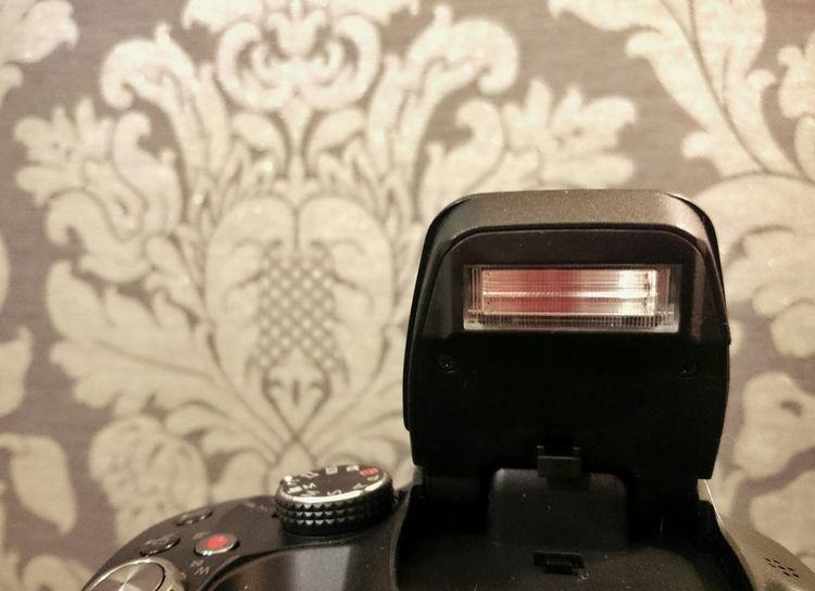 Flash aaaaaaah // Flash Camera Light Smile Cheese Bridge Black Equipment Table Wood Lumix Lumix Fz72 Snapseed
