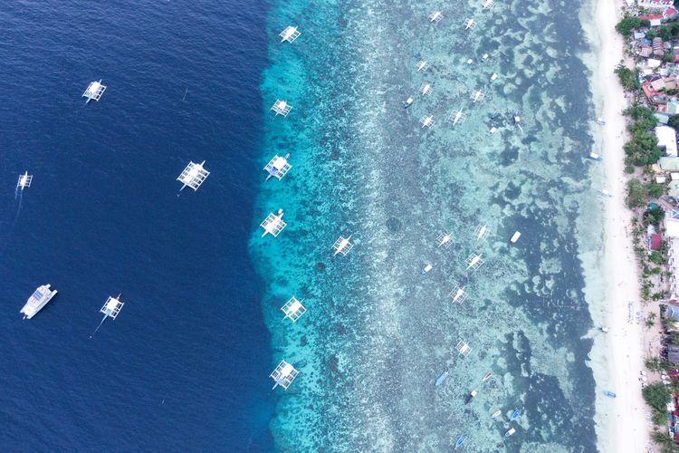 푸른바다의 절정 . . #하루한컷 #알로나비치 #필리핀 #보홀 #바다 #해변 #dji #mavic2zoom #매빅2줌 #드론 #drone Water Swimming Pool Backgrounds Full Frame Aerial View High Angle View Close-up