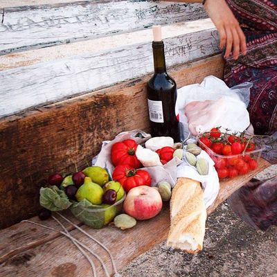 How to Sicily - fresh tomatoes, figs, peaches, cherries, raw almonds, bread, prosciutto and Sicilian red wine. It's so cheap and delicious it's hard not to. Un pic-nic per due Ventoura Sicily Palermo Italy europe travel food picnic
