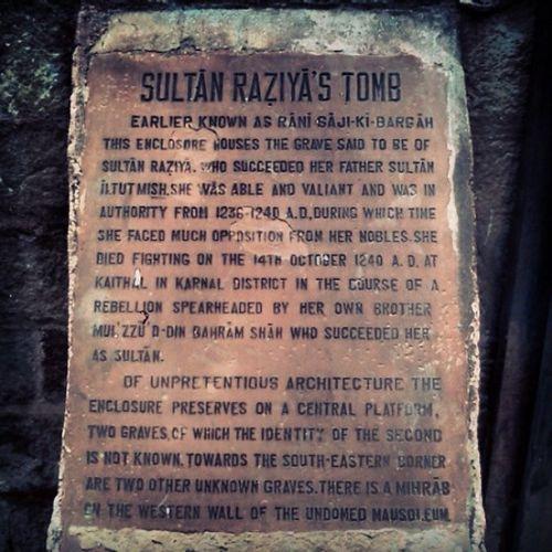 दक्षिण एशिया की प्रथम और अंतिम महिला शासक रज़िया सुल्तान का मकबरा । मोहल्ला बुलबुली खाना, बाज़ार चितली क़बर, तुर्कमान गेट, देल्ही Olddelhi DelhiHeritage