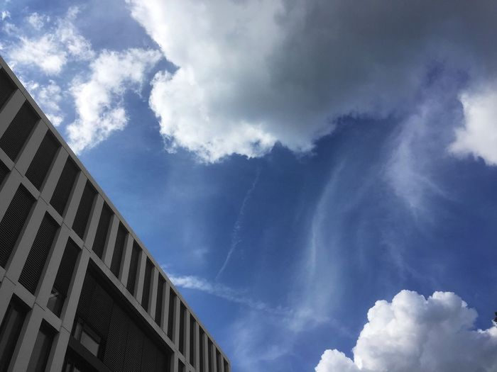 Cloud - Sky Sky Low Angle View Architecture Built Structure Building Exterior Nature No People Day Building Blue Beauty In Nature Outdoors High Section City Connection Office Building Exterior Sunlight Tower Wispy