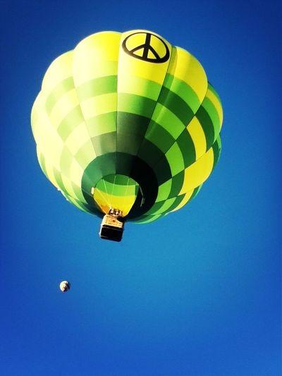 Aquí en los globos!