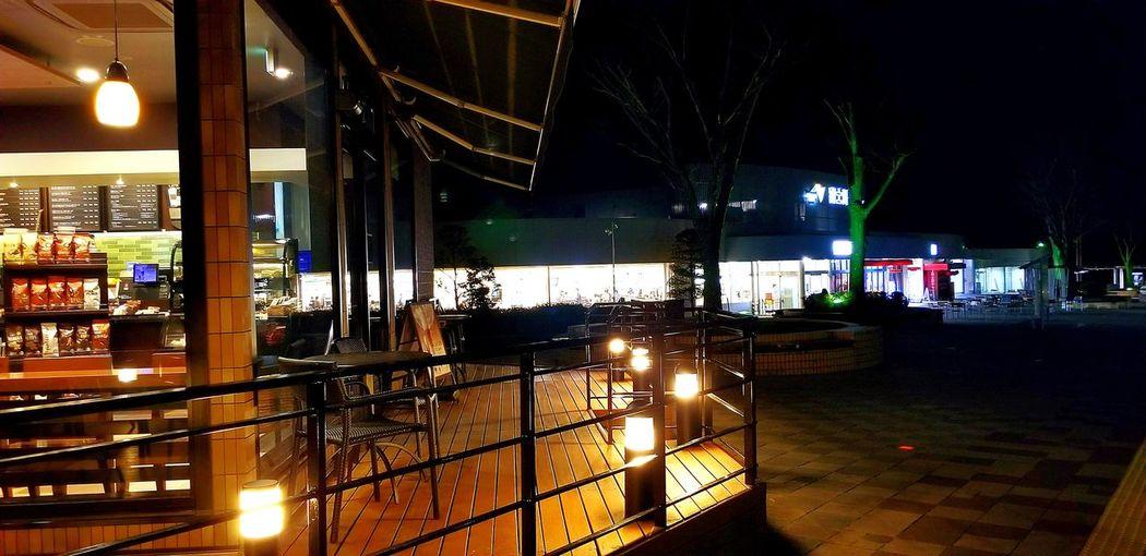 今日の夕食後、長男くんと東名高速下り線富士川SAへフラッと。地元にいながらにして、旅行気分を味わえるSA。夜間の照明の灯りが素敵でした。 Night Lights 夜景 富士川SA 富士市 Illuminated Electric Light