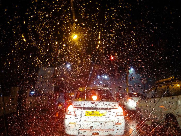 Cool Climate Air Condition Mein Automoment Driving Home Driving In My Car Car Interior Car Ride  Raining Day Rainy Days Rain Drops Signal Lamp Street Light Bokesh Bokeh Photography Bokeh Lights Bokeheffect 43 Golden Moments Showcase June Color Palette Colour Of Life