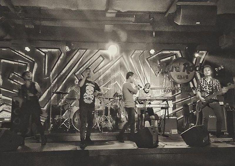 Layan diri Selfservice Live LiveMusic LiveYourLife Hardrock Hardrockcafe Kotakinabalu Sabah Nightout Nightlife Liveband TRex