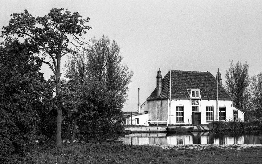 Oude veerhuis Overschie 14e Century Analogue Photography Zenit E Architecture B&w B&w Photography Building Building Exterior History House No People Old Ferry House Outdoors Russian Camera Tree Vintage Photo