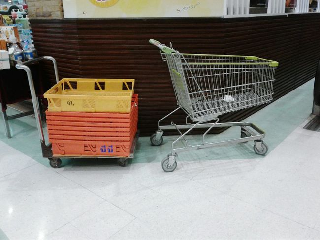 shopping cart Fun Happy Colors Build Floor Woman Textured  Backgrounds Shopping ♡ Shop Money Mall Building Stainless Weels Cart People Green Colors Colour Sign Walking Box Plastic Design Shopping Cart Supermarket Business Finance And Industry No People Indoors  Day
