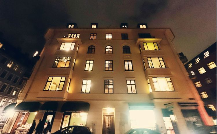 I love this building, with it's black window frames and white walls. At nighttime it really looks cozy! Cozy Winter Wonderland Hygge Lighting Up The Night...