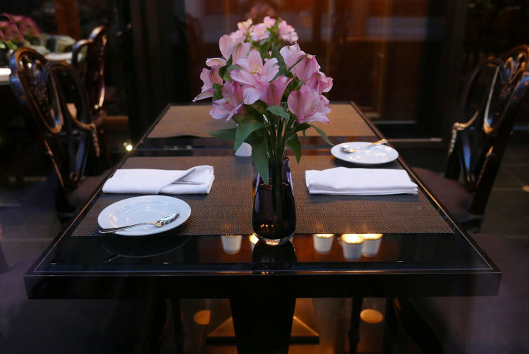 Flower In Vase On Dining Table At Restaurant