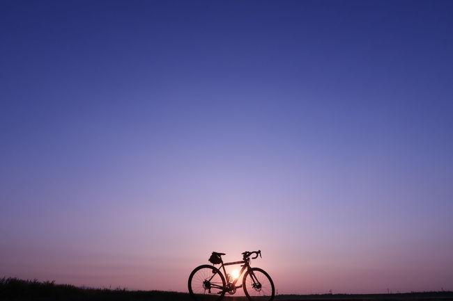 おはようございます 朝チャリ サイクリング 自転車 ロードバイク 朝日 日の出 朝焼け 朝 グラデーション 空 青空 Good Morning Morning Sky Morning Sun Sunrise Bicycle Cycling Blue Graduation Sky Beauty In Nature Nature EyeEm Nature Lover EyeEm Best Shots