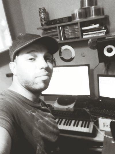En El Estudio Grabando... Grabando Selfie con mis equipos