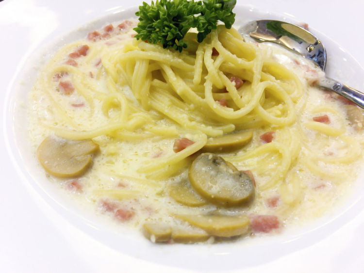Cuisine Ham Meal Noodles Spaghetti White Sauce Bacon Cheese Close-up Delicious Food Gourmet Healthy Eating Italian Food Mushroom Parmesan Parsley Pasta Plate Ready-to-eat Savory Food Silver Spoon Tasty White Plate Yummy
