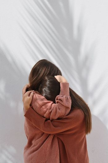 Together Simplicity Pastel Hug Gratitude Gesture Togetherness Shadow And Light Shadow Conceptual Minimalism Minimal Conceptual Photography  The Week on EyeEm EyeEm Best Shots EyeEm Selects Textile Emotion 50 Ways Of Seeing: Gratitude Women Unrecognizable Person Covering Portrait Moments Of Happiness