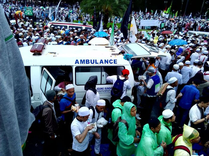Aksi Damai 212 Jakarta Today People Protest Action Crowd Large Group Of People Politics Outdoors Day Police Car Ambulance Service Patriotism Real People Urban Exploration Flag City Always Be Cozy Adults Only My Year My View Crowded Street Large Group Of People in Jakarta Capital Region INDONESIA