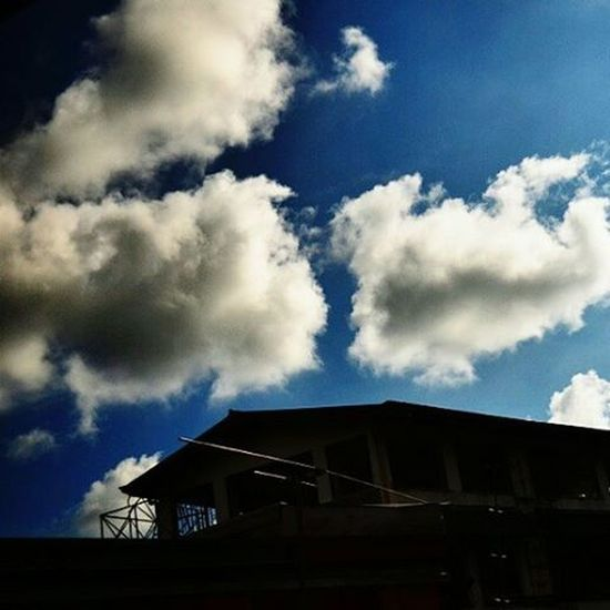 I don't care if there is someone better than you because to me you are the right one and the only one that I want.💙 Clouds Sky Sky And Clouds Skyporn Sky_collection Cloudsporn Clouds & Sky Clouds Enthusiast Nature Lookup Up Above Contrast Blue Blue Sky