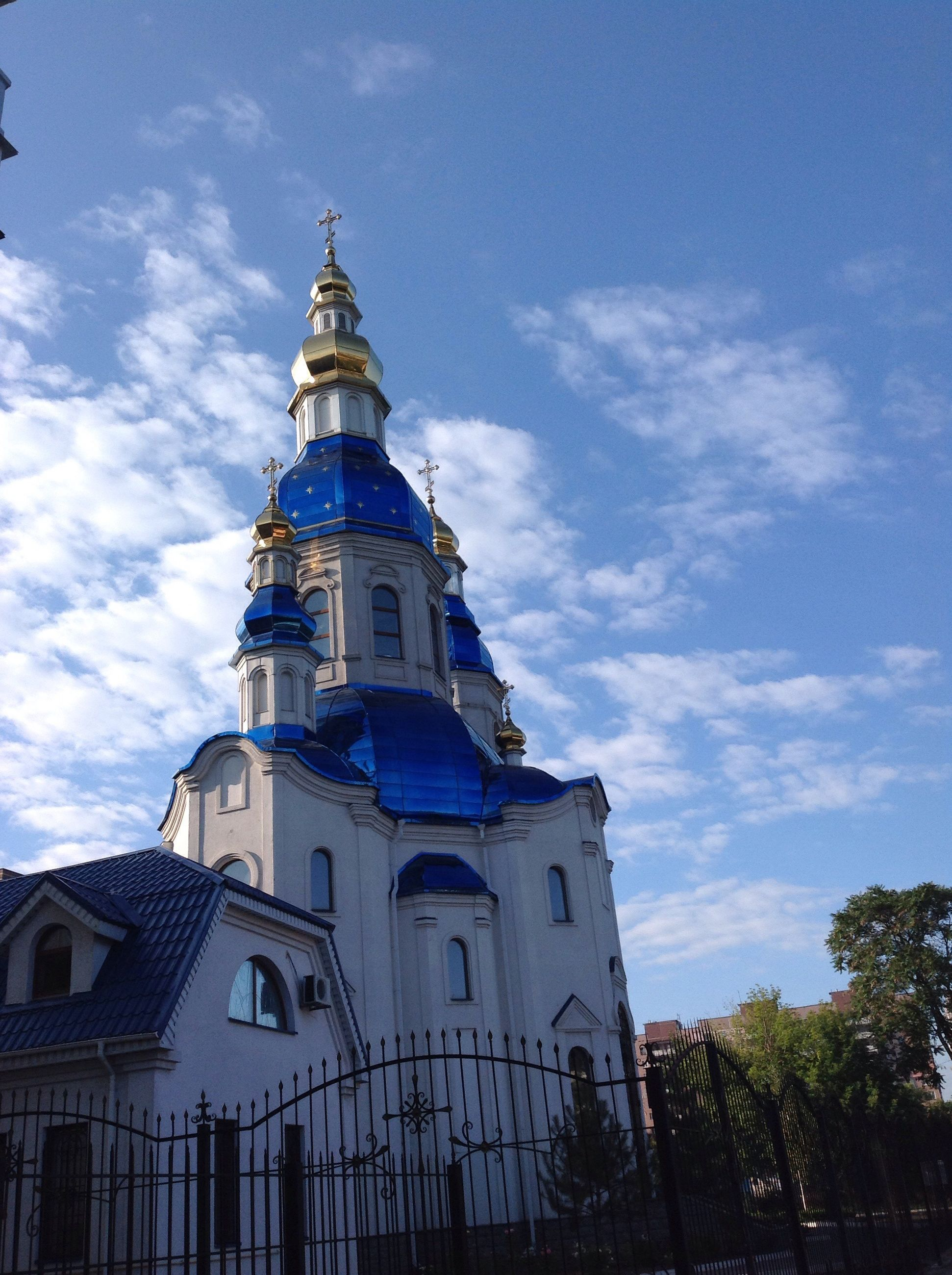 architecture, built structure, building exterior, place of worship, religion, spirituality, church, low angle view, sky, dome, blue, cloud - sky, outdoors, history, architectural feature, spire, high section, no people, exterior, green color, tourism
