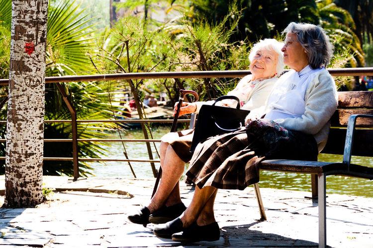 Amigas Parque Ciutadella Relaxation Senior Adult Senior Women Two People