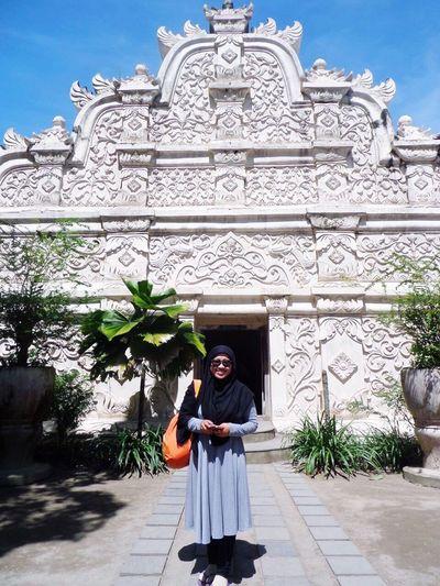 Tamansari Tamansariyogyakarta INDONESIA Raybansunglasses Happy Smile Holiday Hijab Hijabtraveller