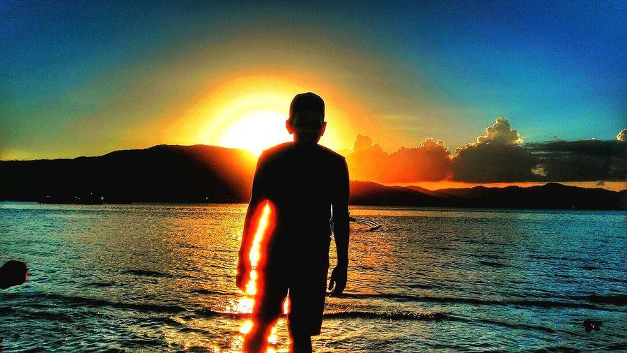 Capture The Moment Sunset #sun #clouds #skylovers #sky #nature #beautifulinnature #naturalbeauty #photography #landscape Lastsunetofsummer Beautiful Nature Beachphotography Beachlife On The Beach