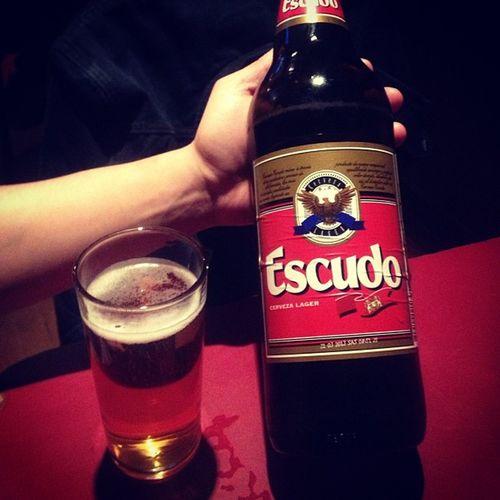 Cerveza Escudo Chilena Lanona santiago con @bookleggers y @el_smithy_