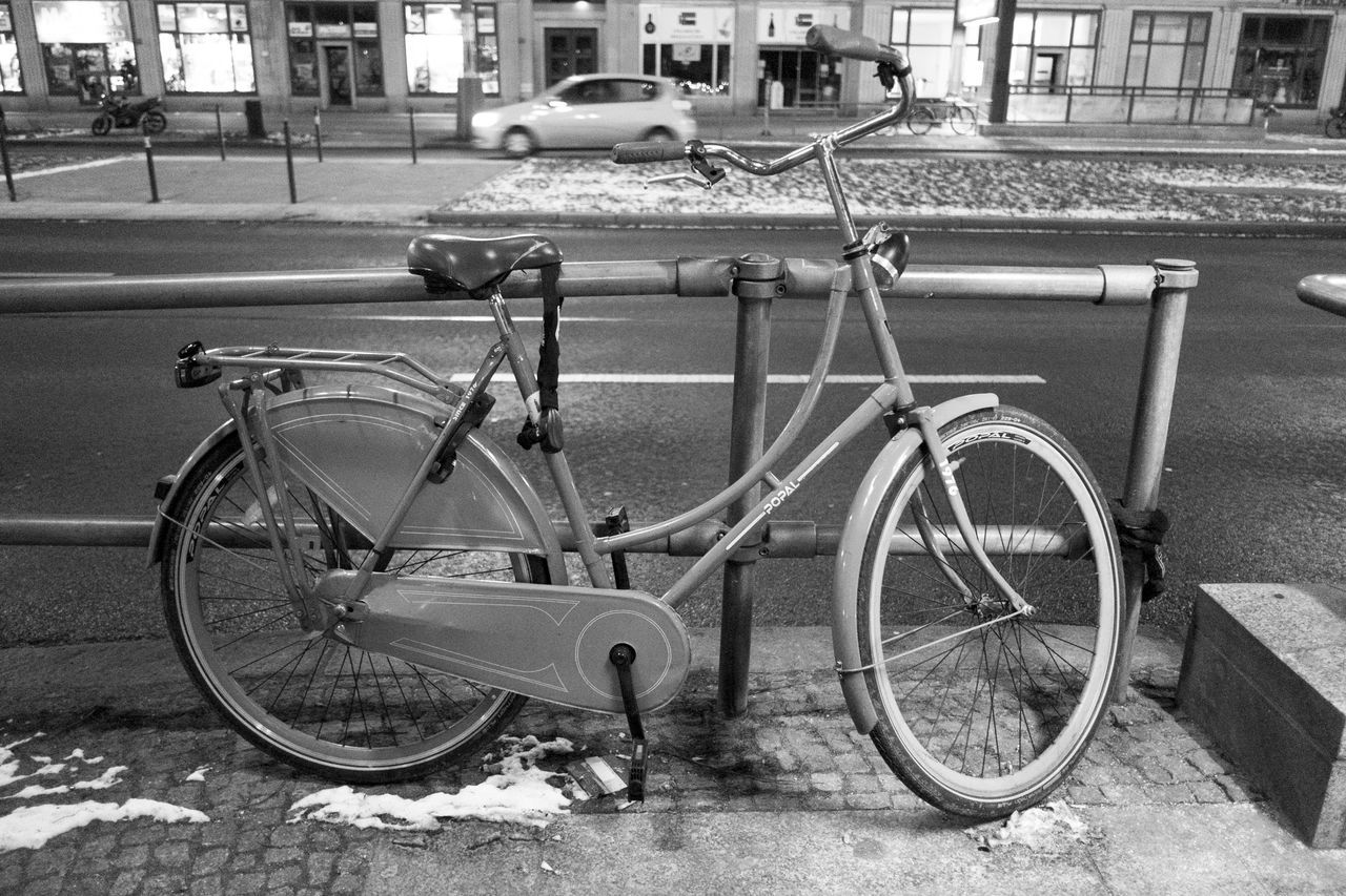 bicycle, transportation, land vehicle, building exterior, mode of transport, architecture, stationary, built structure, street, outdoors, day, bicycle rack, no people, city