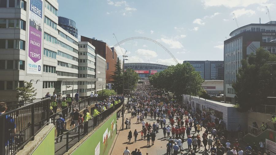 Architecture Building Exterior Built Structure Large Group Of People City City Life Lifestyles Flag Crowd Outdoors English Football 5000/1 Premier League Football KING POWER Leicester City City Community Shield Wembley