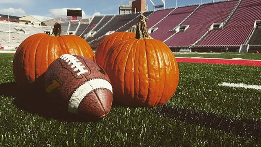 Great day for our Crew Onlocation making Tvmagic amazing Fall weather. Happy Halloween Collegefootball coming up tonite on Pac12Networks OregonState at Utah