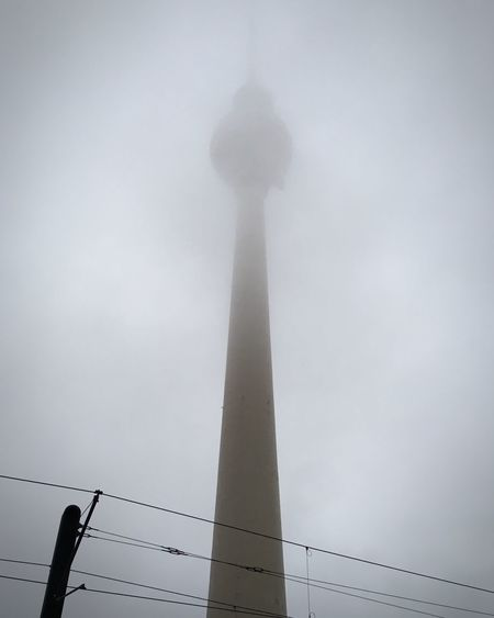 Im Nebel Thattoweragain TV Tower Tv Tower Berlin Berlin Berlin Mitte Alexanderplatz Fog Nebel Dunst Early Morning Fall Autumn Low Angle View Sky Sightseeing Zentralperspektive Central Perspective