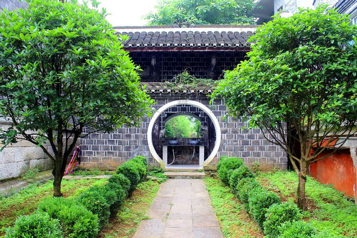 Beautiful toilet entrance Architecture Building Exterior Built Structure Garden Photography Green Color Plant Porcelain  Toilet Toilet Art Toilette Art Things I Like Oriental Colourful Scenic China,Guizhou China The Photojournalist - 2016 EyeEm Awards The Street Photographer - 2016 EyeEm Awards The Great Outdoors - 2016 EyeEm Awards The Architect - 2016 EyeEm Awards Multi Colored