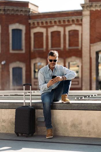 Full length of man wearing sunglasses outdoors