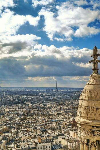 sacre coure.. climbed 300 steps in a tube ☺ Paris Sacrecoure Basilica Montmarte Eiffel City Cityscapes Landscape Architecture Sky