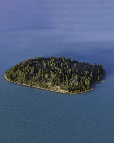 Scenic view of an tiny island in the middle of a glacier lake