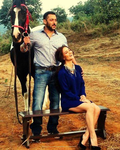 Salmankhan Elli Avram Bollywood Being Human Horse