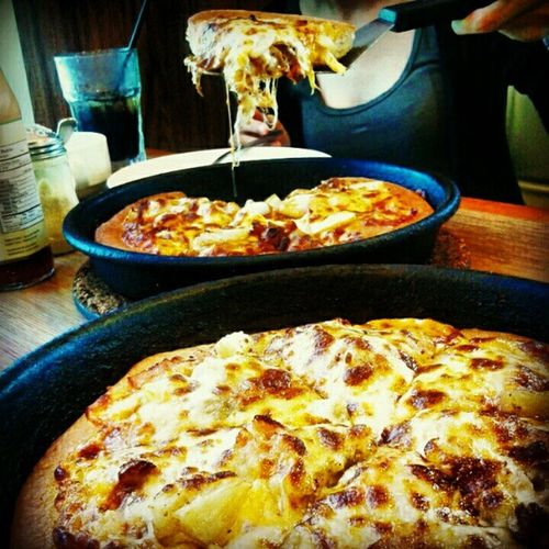 PIZZAS... omg, i am hungry now...