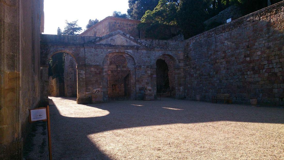 La Entrada a la Abadía de Fonfeidre